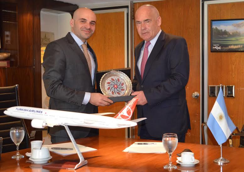 MEYER FIRMÓ UN CONVENIO CON TURKISH AIRLINES